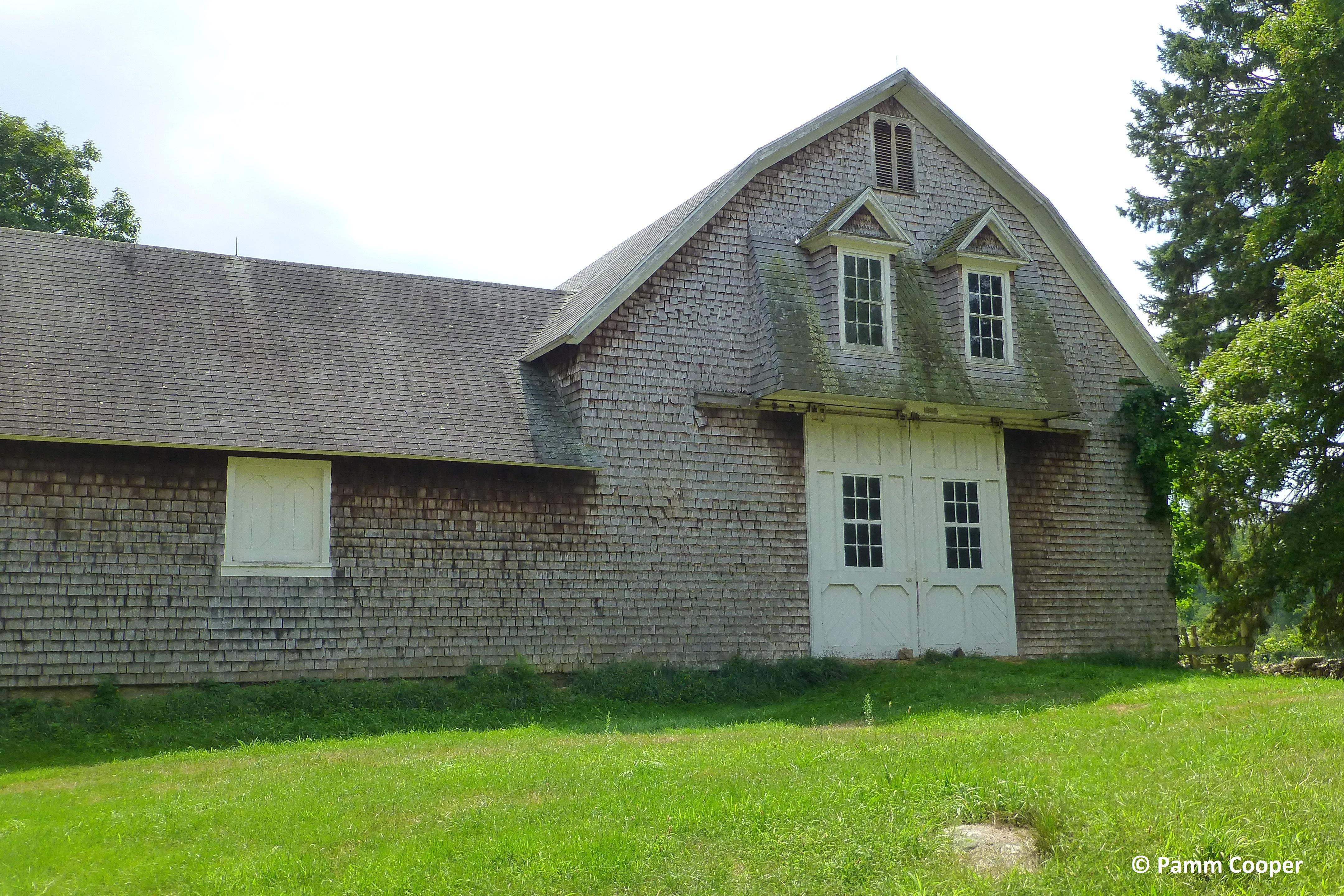 Morse Farm barn scotland, Ct with gambrel roof and sliding doors