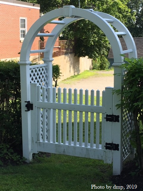 Moon gate 1