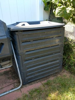 Stacking compost bin